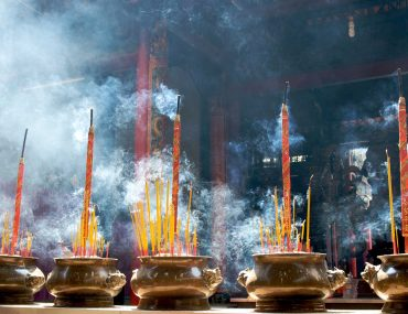 incense-sticks-in-pagoda-PV84EE9.jpg